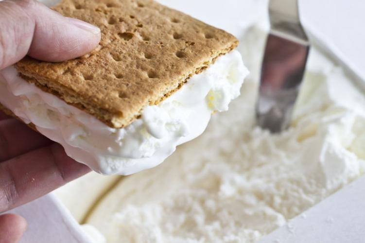 Coconut Cream Pie Sandwiches » FreestyleFarm